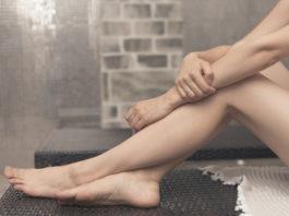 de-ce-se-umfla-picioarele